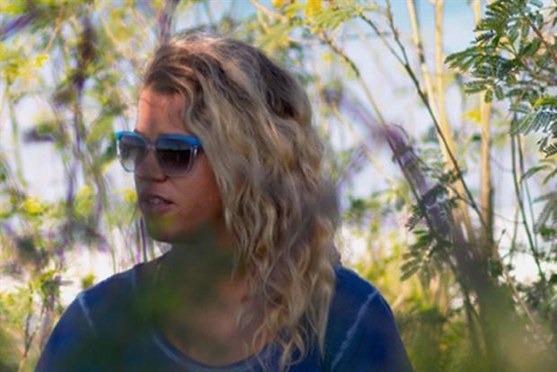 "Erika Lindberg: the kitesurfer joins Rekorderlig's ""rising stars"" activity"