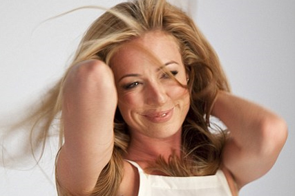 Procter & Gamble: Cat Deeley stars in Pantene swoosh campaign