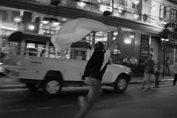 Budweiser: running black-and-white ad