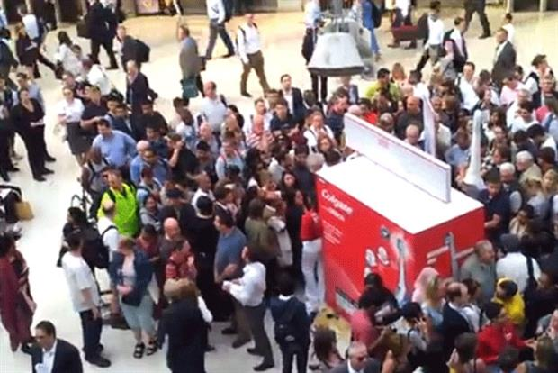 Colgate: #brushswap promotion is overwhelmed by consumers at Waterloo Station