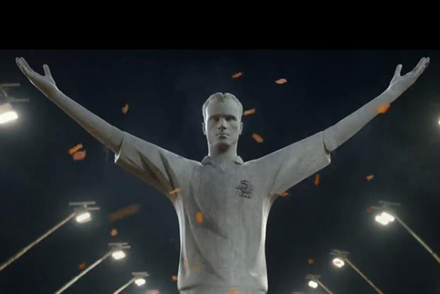 Heineken World Cup ad stars giant idol of Dennis Bergkamp