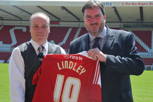 Swindon Town FC manager Steve Murrall with Matthew Nicholson, The Lindley Group's operations director