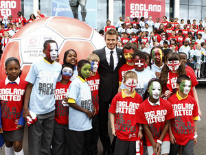 Beckham helps launch England's World Cup campaign