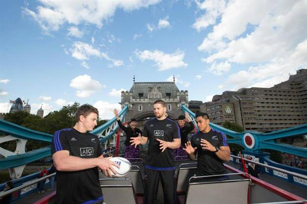 The All Blacks took to London's sights to snap photographs of their squad (facebook.com/airnzuk)