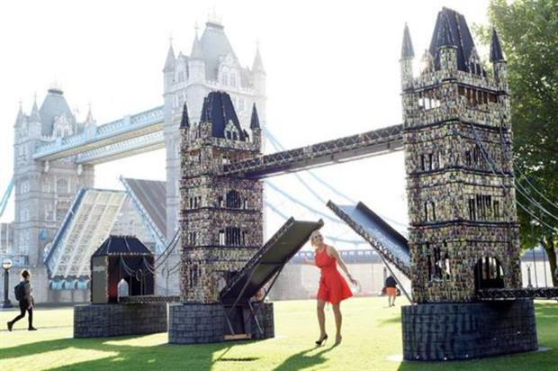 The replica is made out of recycled batteries (@cirklepr)