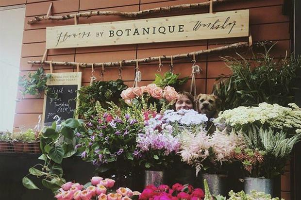 Heist in Paddington features an on-site florist and drinks with flowers
