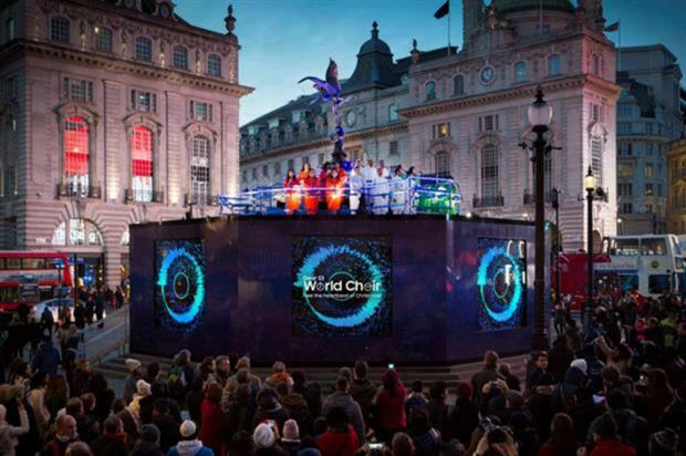 Samsung: spreading festive cheer with choir performance