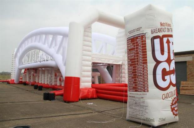 Up & Go's inflatable Sydney Harbour Bridge (@UpandGoUK)