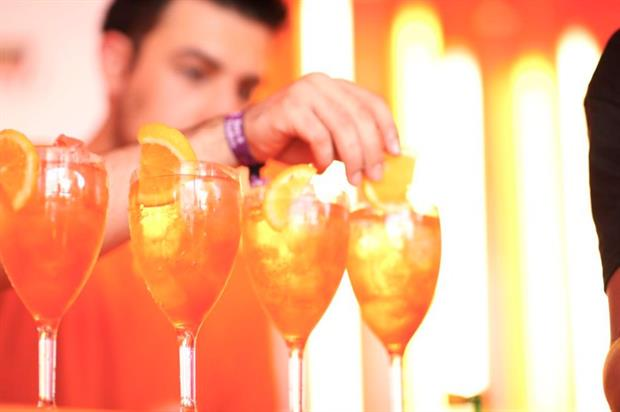 Aperol Spritz is changing up Londonders' midweek commute with its 321 bus (@AperolSpritzUK)