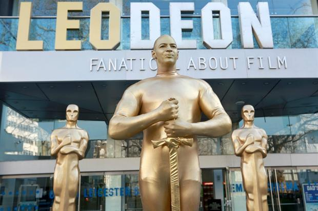 The stunt supports Leonardo DiCaprio's bid for the Best Actor Oscar