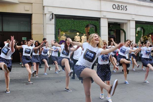 Swing Patrol performed outside Oasis on Argyll Street