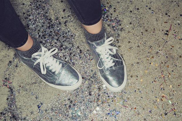 Vans: holographic in-store activations