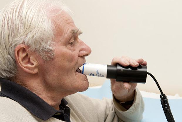 Spirometry (Photo: Dr P Marazzi/Science Photo Library)