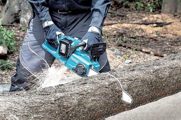Makita: two fully charged 5.0Ah batteries able to deliver 60 cuts through 5in timber - image: Makita
