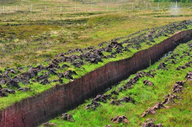 Cutting peat. Image: MorgueFile