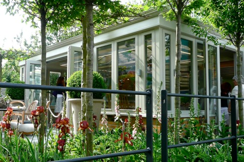 Amdega conservatory at 2010 Chelsea Flower Show - image: Flickr/Herry Lawford