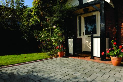 Planners restrict permission for permeable paving - image: Interpave