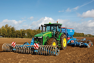 8335R tractor: John Deere's new model will be available in the UK from March  Image: John Deere
