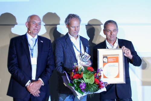 Dijkhuizen with 2014 GreenTech overall Innovation Award winners Peter Zwinkels of Technokas and Ted Duijvestijn of Duijvestijn Tomatoes - image:HW