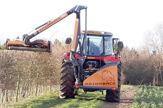 Razorback Auto-Level 550: vertical-axis rotary hedge cutter with Co-Pilot technology - image: Mzuri
