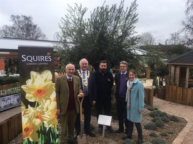 Squire's Chertsey garden centre - image: HW