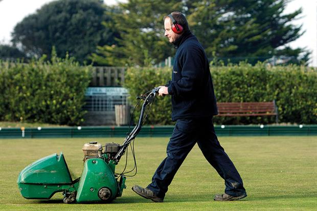 Mowing: contractors facing rapid spurt in grass growth - image: © Dave McHugh