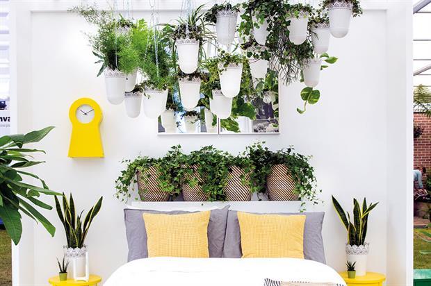 Chelsea: Ikea-sponsored display with hanging baskets - image: © Rachel Warne