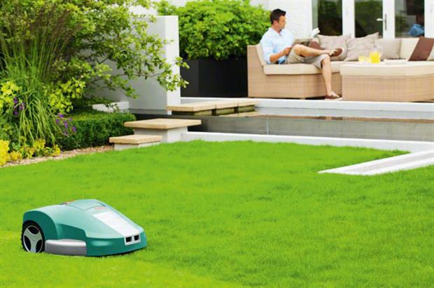 Robotic models: driving growth in lawnmower category - image: © Marianne Majerus Garden Images
