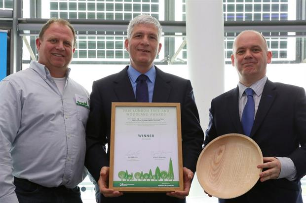 LTOA Individual Commitment Award winner Jim Smith flanked by LTOA chair Richard Edwards and deputy London mayor Roger Evans. Image: Forestry Commission England