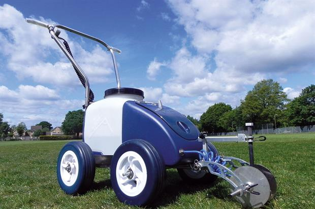 Kombi: sprayer-type line markers use pump and nozzles to apply the paint to both sides of grass blades - image: HW