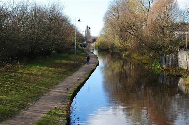 Canal and green space in Manchester. Image: Pixabay