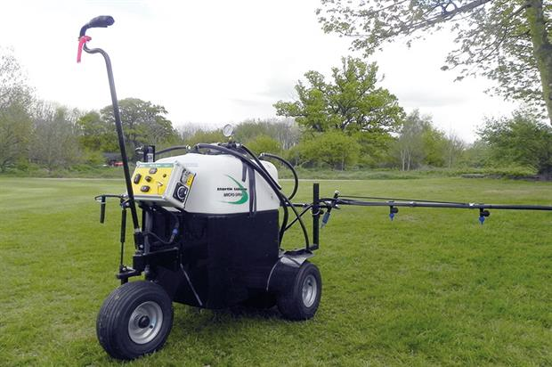 Micro-Spray: pedestrian unit designed for sports grounds as well as landscape work - image: HW