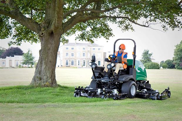 MP range: wide-area rotary mowers with  one out-front rotary deck and two wing decks - image: Ransomes Jacobsen
