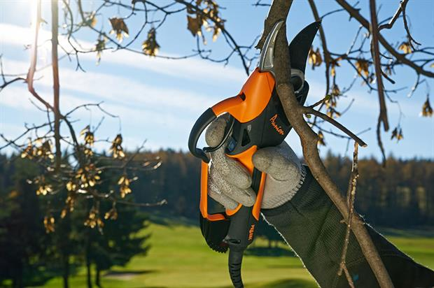 Prunion battery-powered pruners - image: Pellenc