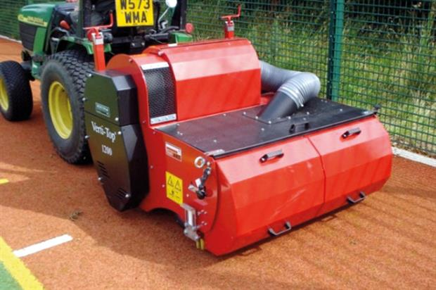Vertitop 1200 for synthetic turf - image: Charterhouse Turf Machinery