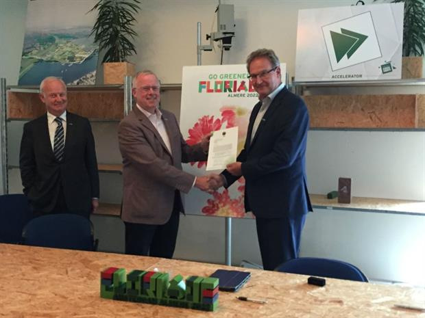 Left – Nico Koomen - President 'Nederlandse Tuinbouwraad' (NTR)  Centre – Bernard Oosterom – Vice President AIPH  Right – Henk Mulder – Vice Mayor, City of Almere