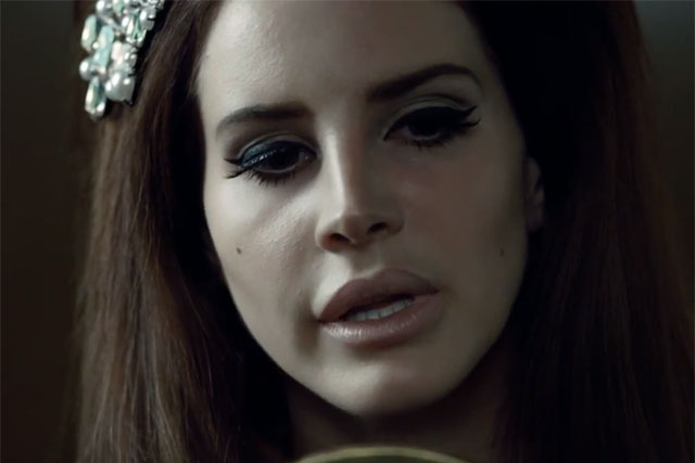 Lana Del Ray: fronts H&M campaign