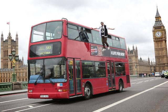 Dynamo: TV magician in London bus stunt for Pepsi Max