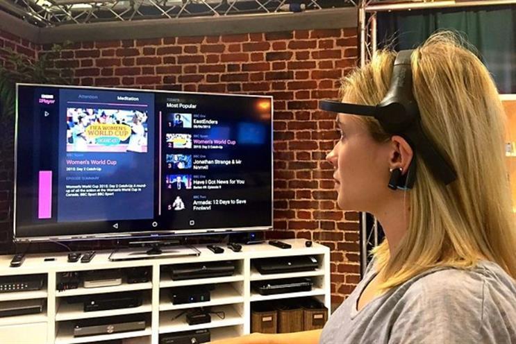 Remote control: choosing BBC iPlayer programmes through an EEG headset