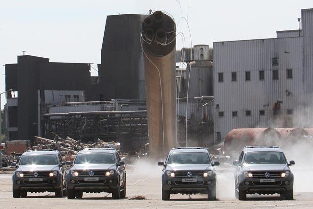 Vokswagen: Amorak pick-ups demolish tower as part of launch campaign