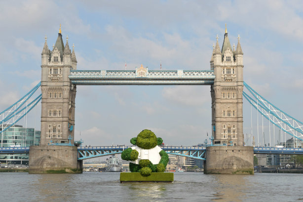 Giant PG Tips monkey floats down the Thames ahead of 'green paper'