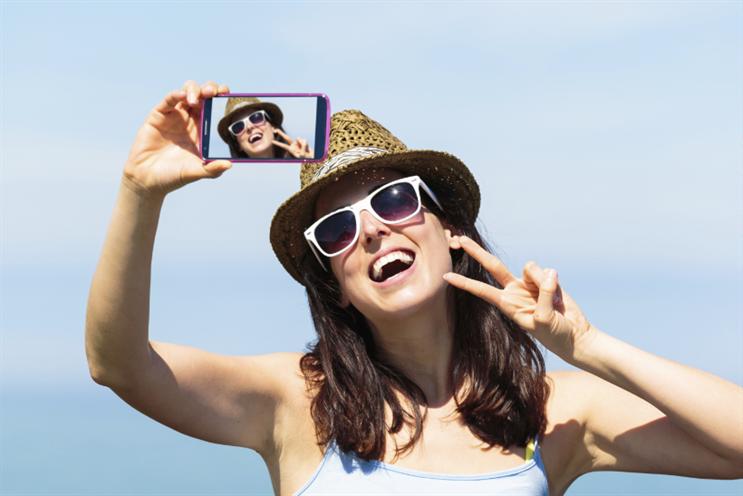 Media leaders call on people to break from the selfie