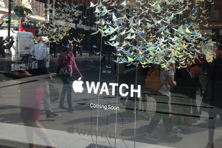 Apple Watch: Selfridges window display shows off three models