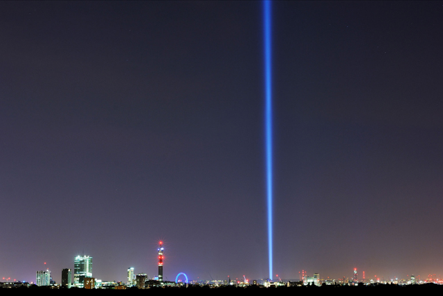Stunning pillar of light marks WW1 centenary in 'Lights Out' campaign