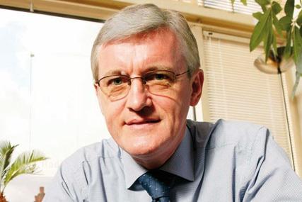 Douglas McArthur: chairman of UKOM
