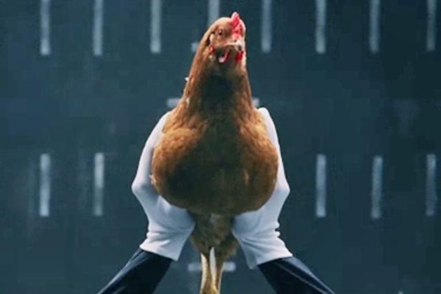 Mercedes: chicken ad enters chart