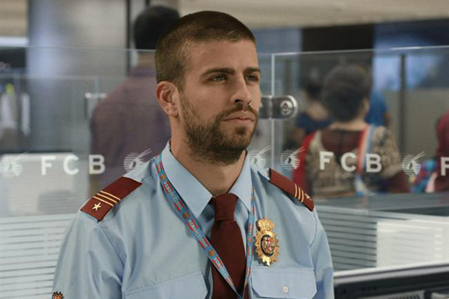 Gerard Piqué as a customs officer in the Qatar Airways ad