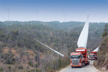 Transport firm Hongkong CIMC International delivered 90 wind turbine blades to the top of Baoding mountain