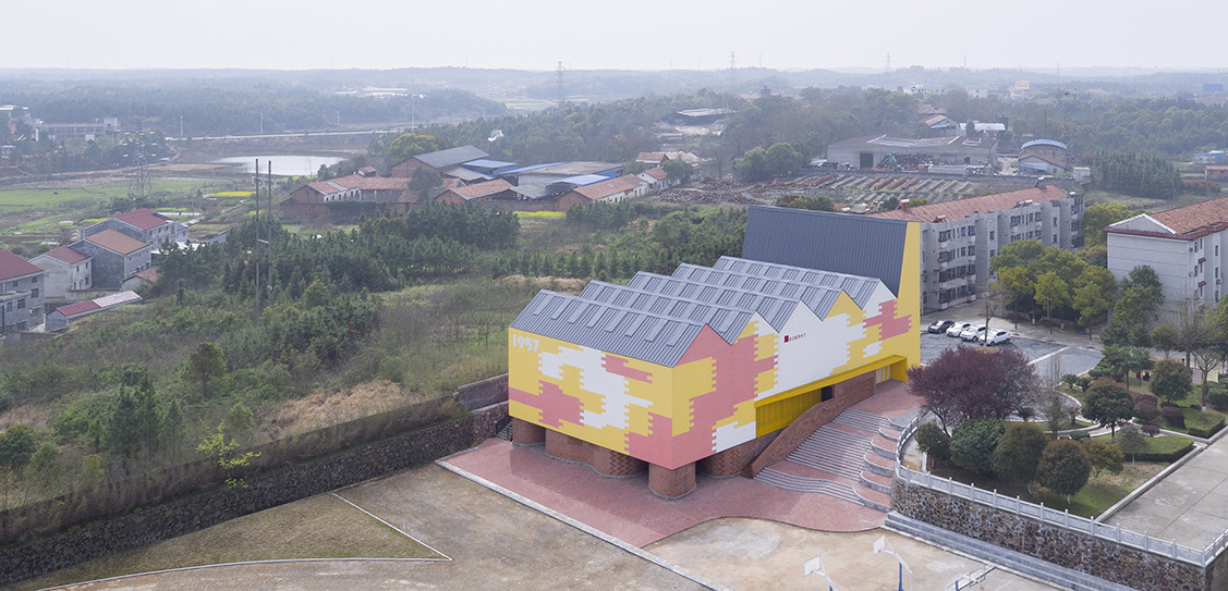 Indoor Playground (Doubling as lecture hall) of Yueyang County No.3 Middle School by SUP Atelier