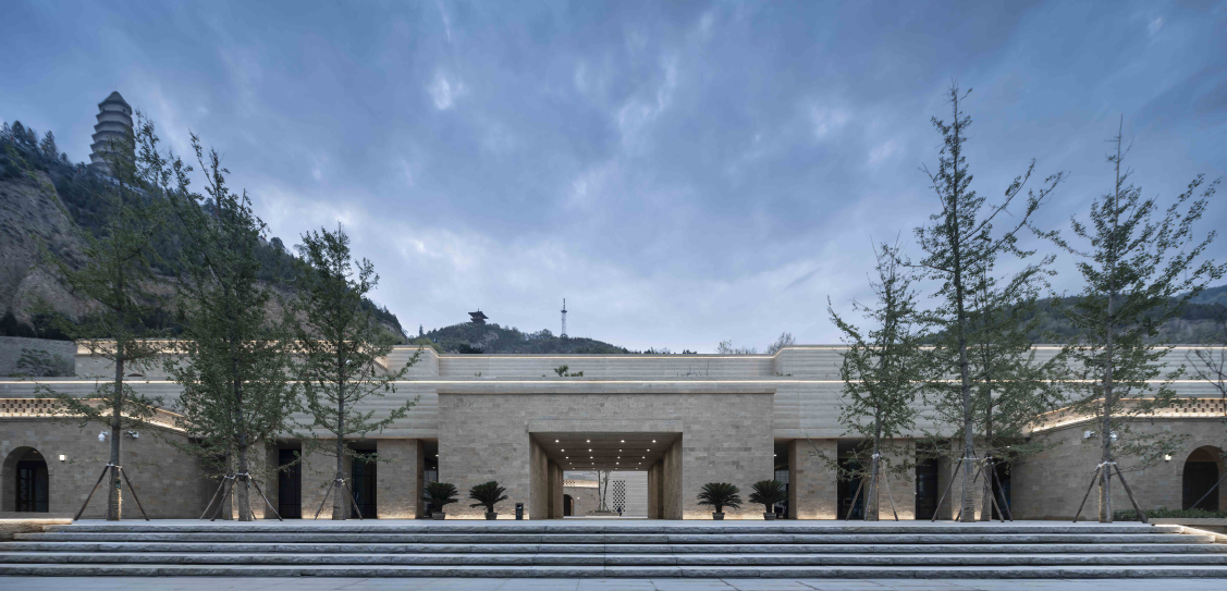 Yan'an Baota Mountain Tourist Service Center - Architectural Design & Research Institute of Tsinghua University Co.,Ltd, Images: Zhuang Weimin, Tang Hongjun, Likuang